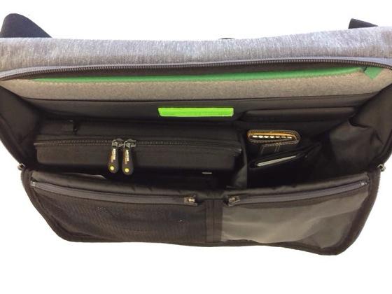 ひらくPCバッグに使えるガジェット収納ケースが超便利!