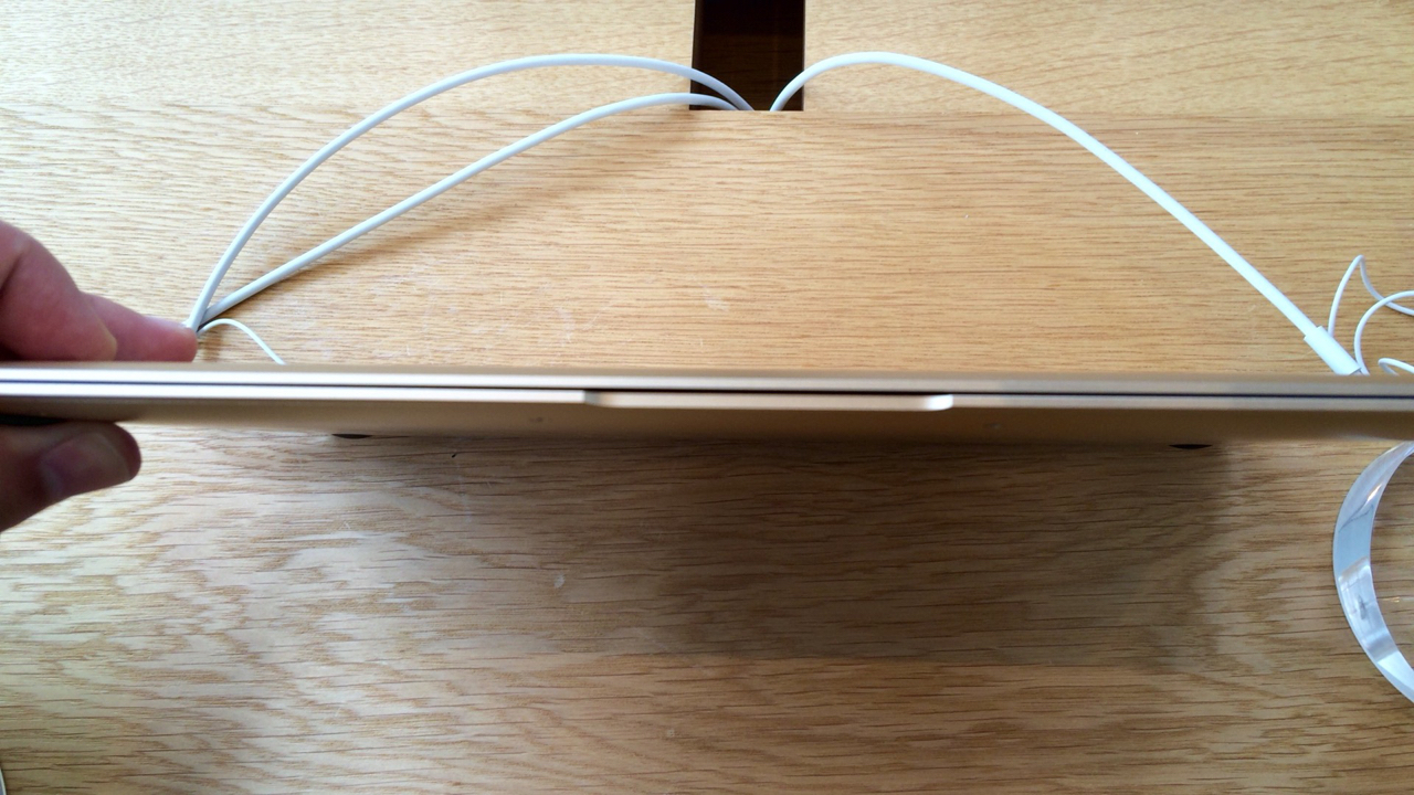 MacBookの本体の薄さ