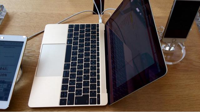 MacBookは想像以上に軽くて薄い