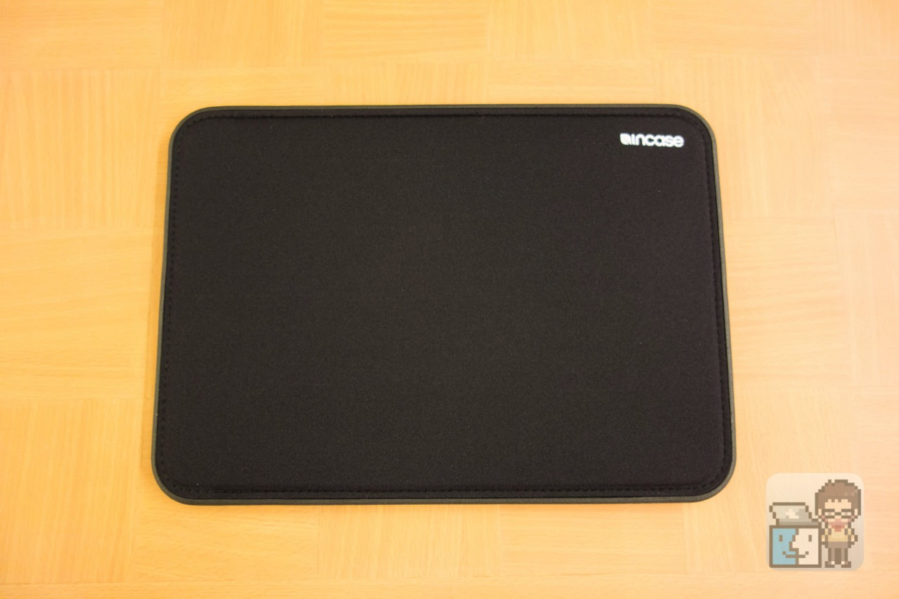 Incase 12 inch icon sleeve with tensaerlite for macbook2